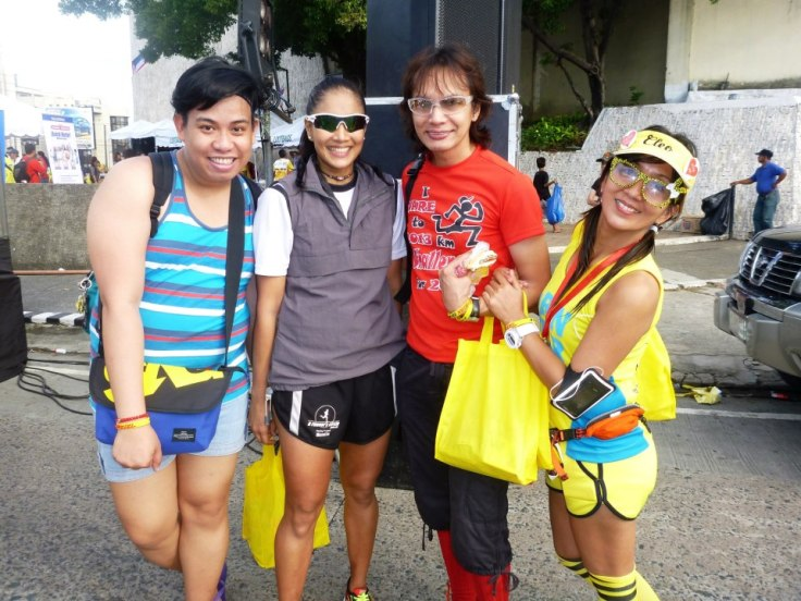Coach Michelle Estuar called on the Fabulous Running Divas to help her out with the 5K stretching.  Too bad a lot of us were not around to do so.