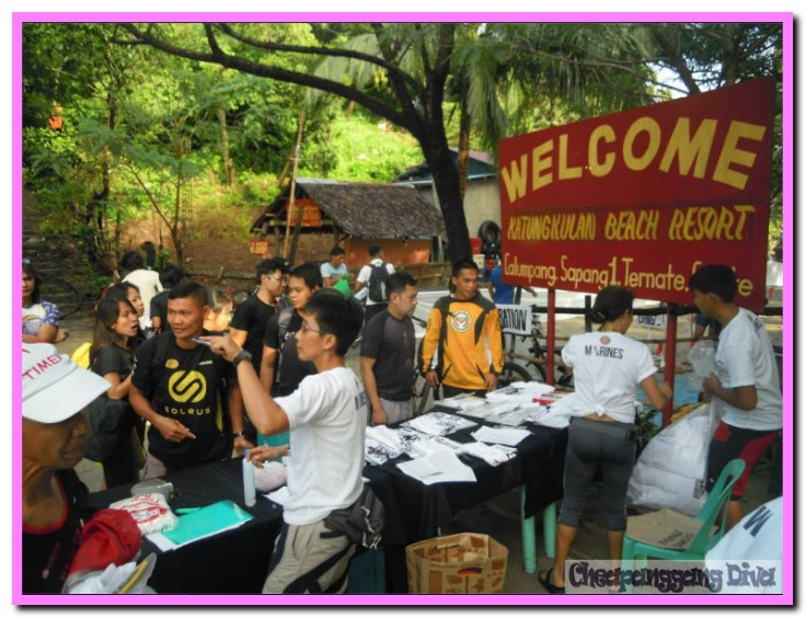 The registration station efficiently manned by the organizers.