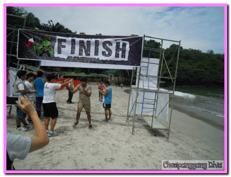 In trail/obstacle races, it is not advisable to wear light colored outfit. But the smiles of the finishers cannot a mud conceal!