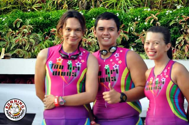 The tres divas posing before the action began.  From left:  me, Marky Caratao and Rose Marie.  PHOTO CREDIT:  Running Photographers